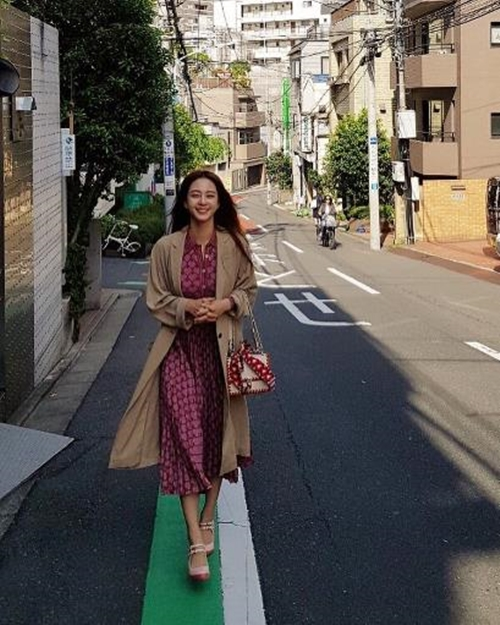 한예슬,  일본에서 '봄 바람' 즐기며 미모 열일 중