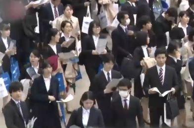 한국과 달리 인구 줄어도 일자리 늘어난 일본