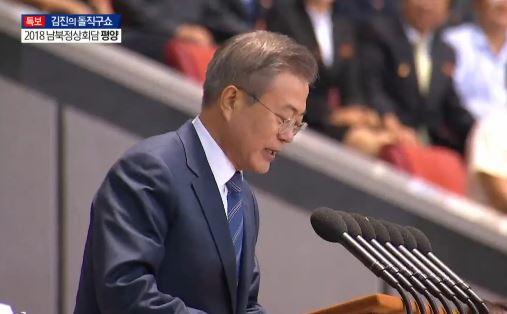 """첫 북한 대중 연설…""""평화의 큰 걸음 내딛자"""" 이미지"""