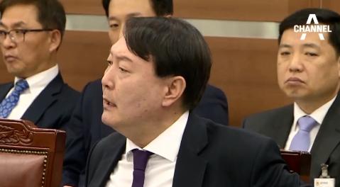 """윤석열 """"너무하다""""…장모 사건 질문에 얼굴 붉혀"""