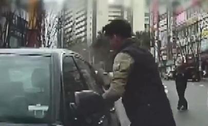[333뉴스] 의식 잃고 가속페달 밟던 70대 운전자 구한 시민