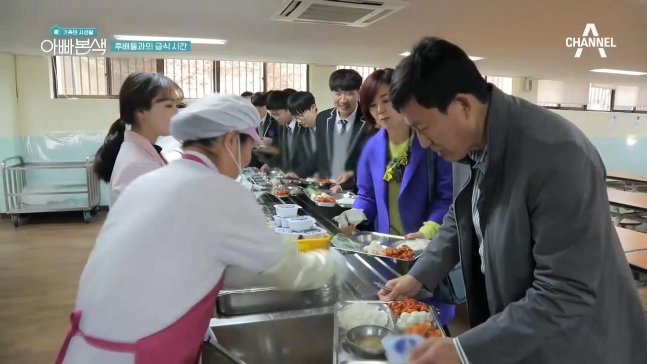 권장덕 후배들과 함께하는 급식 타임♡ 요즘 급식을 맛본 반응은? 이미지