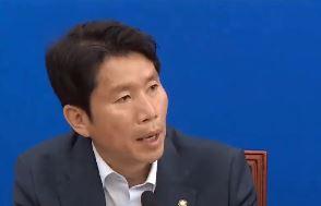 """이인영 """"새 협상 꿈도 꾸지마"""" vs 나경원 """"재협상은 국민 뜻"""""""