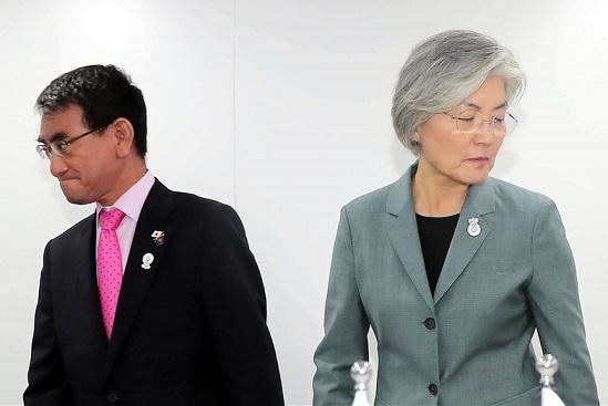 강경화-고노 다로 오늘 베이징 회동…경색 풀어낼까?