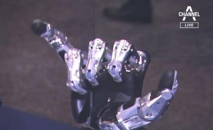 """""""어떤 사물이든 움켜쥔다""""…사람 손 닮아가는 로봇 손"""