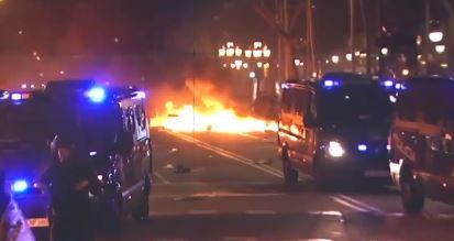 화염에 휩싸인 스페인 바르셀로나…카탈루냐 분리 독립 추진