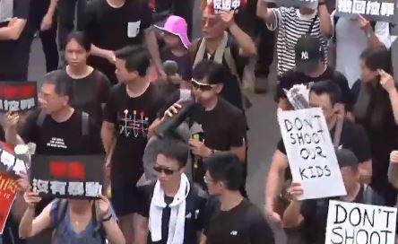 """시위 확산에 뿔난 中 """"검은색 옷 홍콩으로 배송 금지"""""""