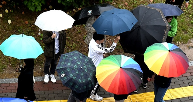 [날씨]겨울 재촉 '가을비'…서울 아침 5도