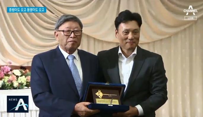 '10번 우승' 김응용 팔순 잔치…전설들이 뭉쳤다