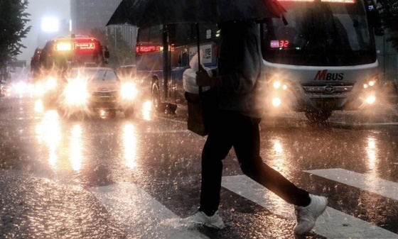 [날씨]낮부터 비…내일까지 약한 비 내려
