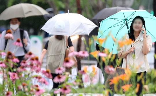 [날씨]전국 곳곳에 소나기…낮 기온 30도 안팎
