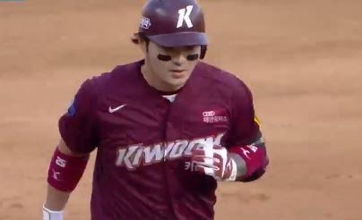 역대 14번째…박병호, 개인 통산 300홈런 달성