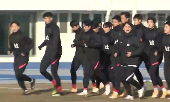 """일본 국민 80% """"올림픽 연기·취소해야""""…개최 운명은?"""