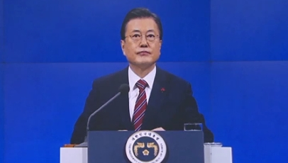 靑, '대통령 입양 문제' 발언에 해명 진땀
