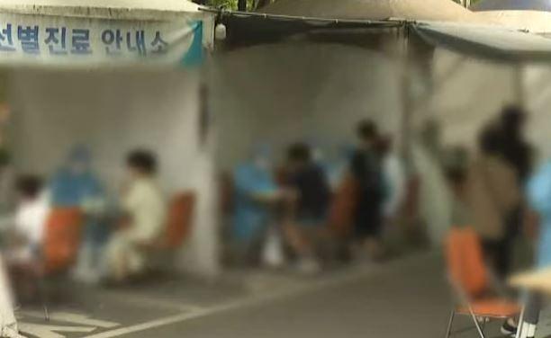 """신규 확진자 1800명 넘어 또 최다…""""아직 정점 아니다"""""""