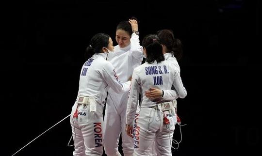 펜싱 여자 에페, 단체전 결승서 은메달