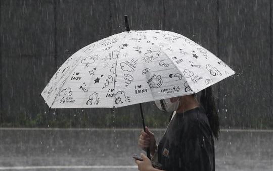 전국 대부분 비…폭염 계속