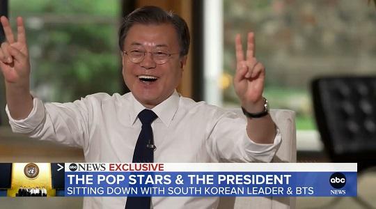 """BTS 안무 따라 한 文…""""제 연설보다 효과적"""""""
