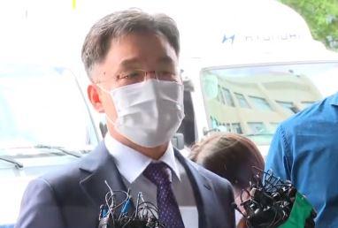 '화천대유' 김만배 출석…현금 인출 조사  이미지