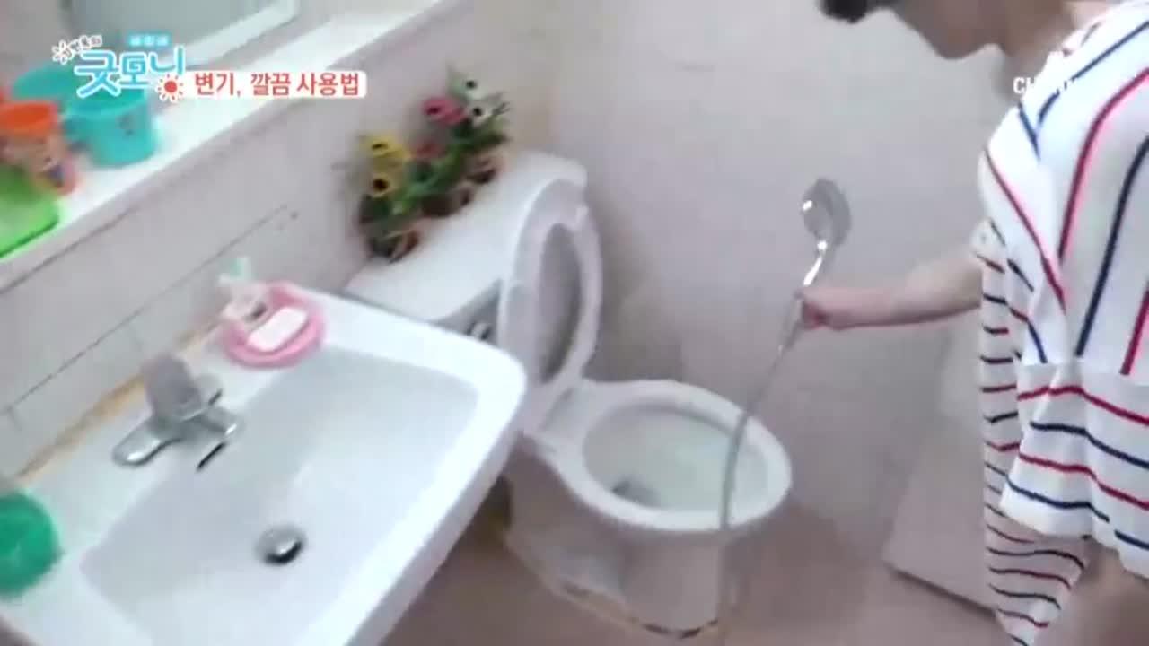더러움의 대명사, 변기! 깨끗하게 사용하는 특별한 방법 이미지