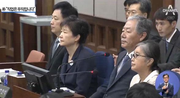 박근혜 전 대통령 첫 재판…최순실과 나란히