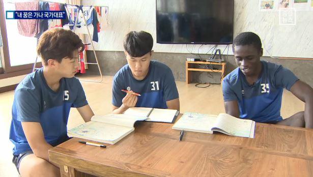 """'국어 1등급' 골잡이…""""내 꿈은 가나 국가대표"""""""