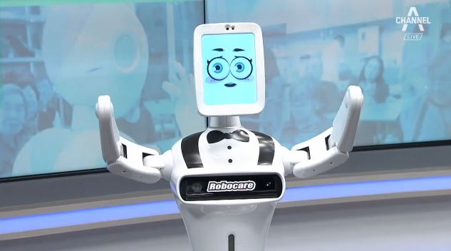 """입혀 주고, 눕혀 주고…""""로봇 고마워"""""""
