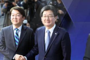 """안철수·유승민 통합 공식 선언…""""야합"""" 반발"""