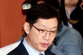 """출마선언 연기 김경수…친문 """"판 깨진다"""" 설득"""
