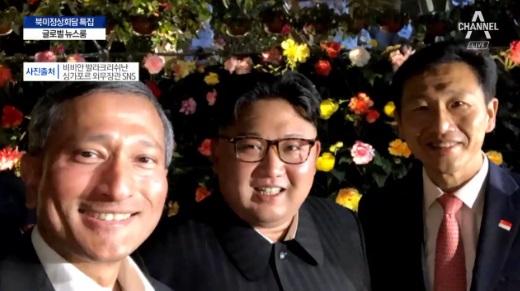 한밤 '깜짝' 외출한 김정은…셀카 사진도 공개