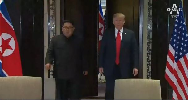 """북미정상 공동성명 서명…""""좋은 합의 이뤘다"""""""