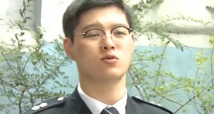 현직 경찰 간부, 그는 도대체 왜 '1인 시위' 나섰나