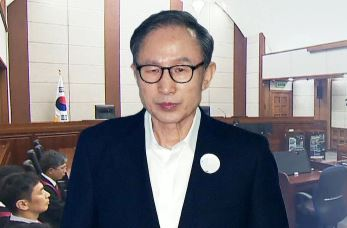 "TV 생중계도 안 본 MB…""최악의 판결"" 격노"