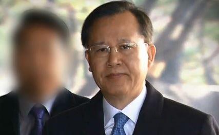 포토라인 선 '양승태 2인자'…박병대 공개 소환