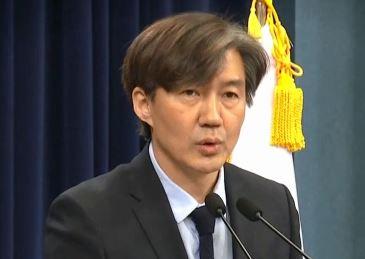 """조국 거취 놓고 공방…여당 감싸기 속 조응천 """"사퇴"""""""