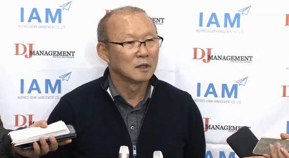 박항서 감독 귀국…베트남, 3월 한국과 친선경기