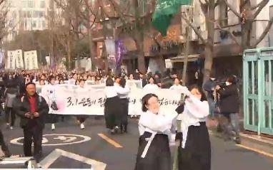 """""""100년 전 유관순 선배처럼""""…뜻 되새기며 """"만세"""""""