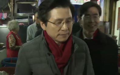 황교안, 봉하마을 방문…친박 중심의 '친황계'