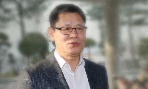 """김연철 """"군복 입고 쇼하고 있다""""…부메랑된 SNS"""