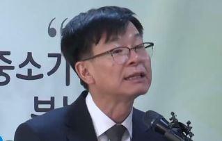 """김상조 """"정치인·언론 장악""""…해외에서 재벌 비난"""