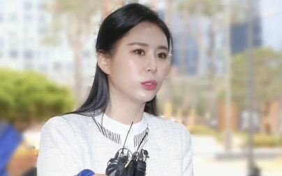 배우 윤지오, '장자연 리스트' 언론 관계자 등 4명 ....