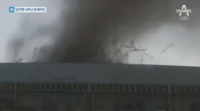토네이도급 강풍…현대제철 당진제철소 지붕 날아가