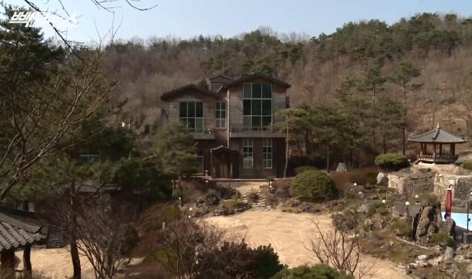 [단독] 윤중천 가족, '성접대 의혹 별장'서 펜션 운....