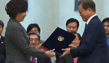 문 대통령, 박영선·김연철 임명…2기 내각 출범