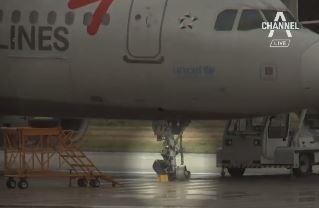 착륙 뒤 떨어져 간 앞바퀴…아시아나 여객기 파손에 24....