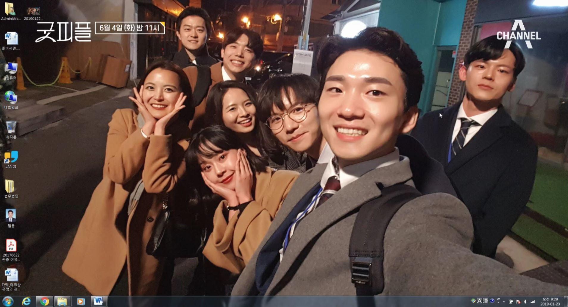 [프롤로그] #첫회식 #첫단체셀카 행복해 보이는 8명의....