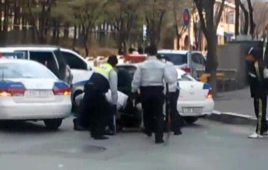 [판결의 재구성]납치범 '엽총' vs 경찰 '권총'…천....