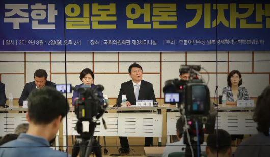 """정부가 불매운동 사주?…민주당 일본특위 """"가소로운 일"""""""