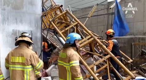 속초 아파트 신축현장서 엘리베이터 추락…6명 사상