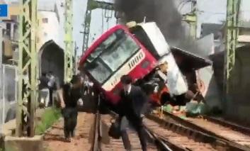 경적 울렸지만 '쾅'…일본서 트럭·열차 충돌로 30여 ....